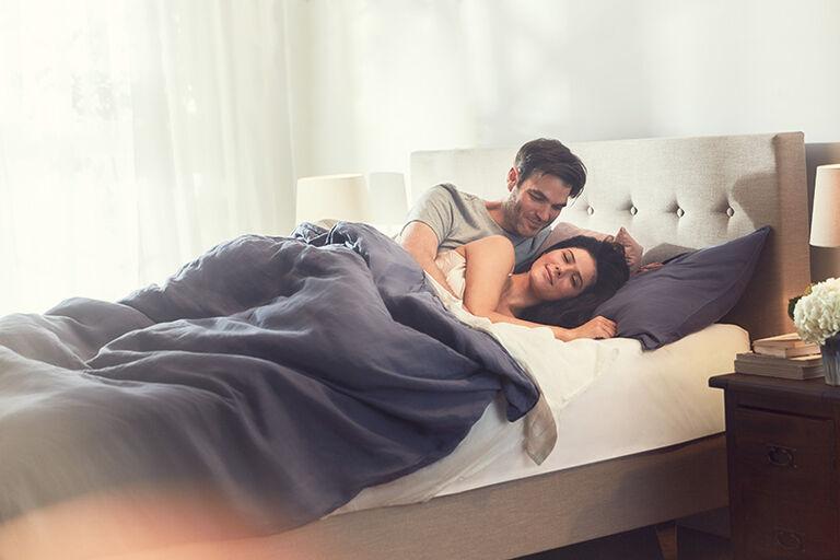 De traagschuim matrassen van TEMPUR® gecombineerd met een bed.