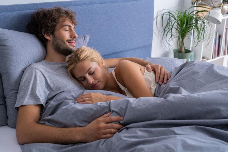 Heerlijk slapen op een boxspring met een traagschuim matras.