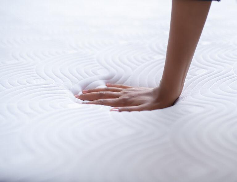 La mousse à mémoire de forme qui épouse les formes de votre corps.